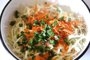 салат из капусты и моркови с луком