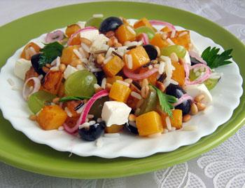салат тыква с рисом, сыром фета и виноградом