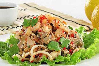 салат из морепродуктов с перцем чили