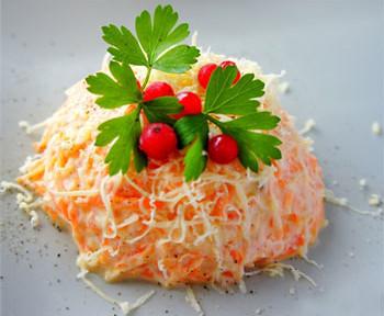 салат сс сыром, морковью и чесноком