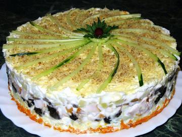 салат из курицы с яерносливом, слоеный, на праздник