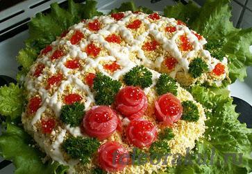 салат на новый год Рог изобилия из икры, семги