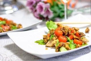 салат в январе, романтический салат, курица с орехами