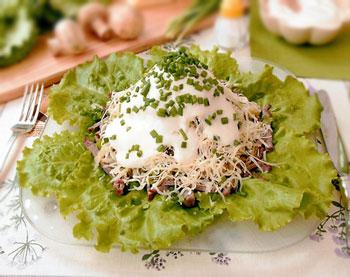 салат из свинины и лука