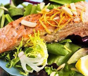 салат с жареным лососоем от участницы Адской кухни