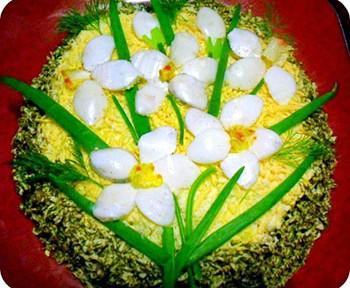 салат на 8 марта из курицы и чернослива нарцис