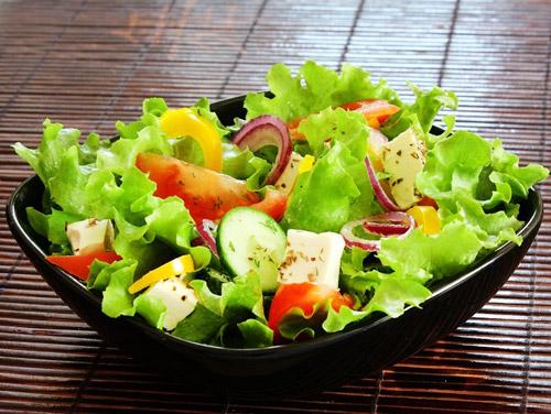 салат овощной  с адыгейским сыром