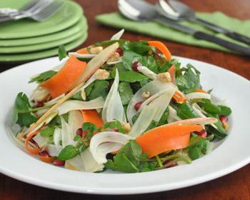 салат весенний овощной с фенхелем