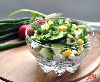 салат весенний из огурцов