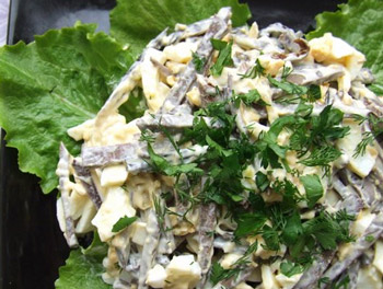 салат из грибов с печенью