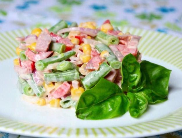 рецепт салата с блинами и кукурузой