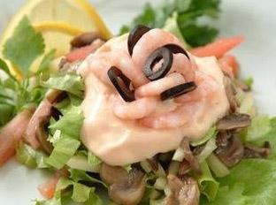 салат креветки с шампиньонами