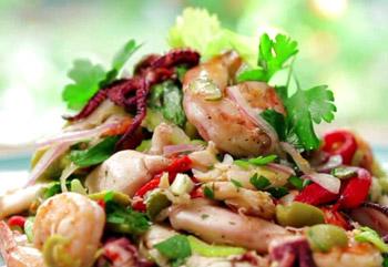 салат из морепродуктов и овощей царский