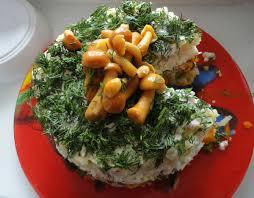 салат праздничный мясной с опятами