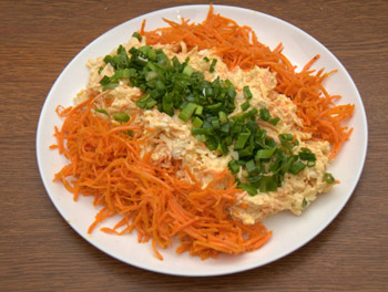 салат бонитто с курицей и корейской морковью