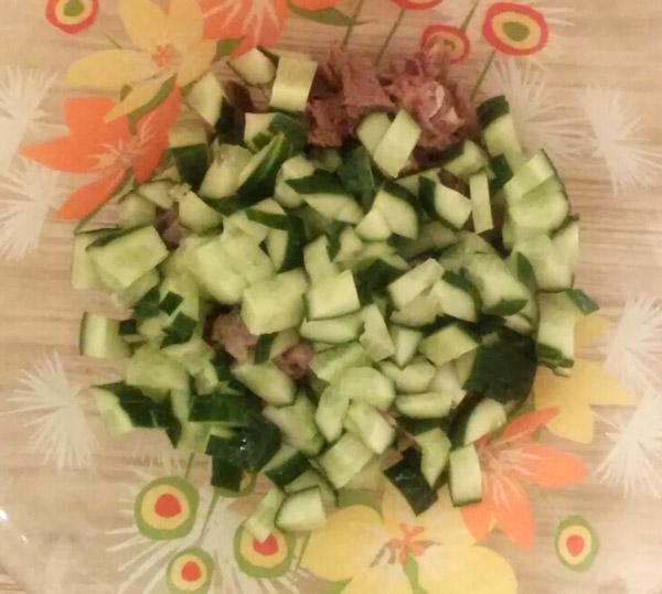 рецепт салата из кукурузы яиц огурца