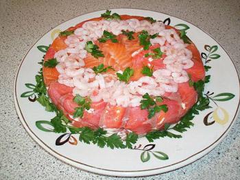 салат торт из красной рыбы и креветок