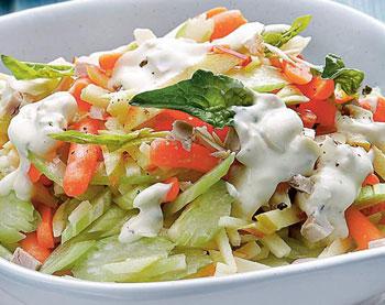 салат овощной из моркови и сельдерея