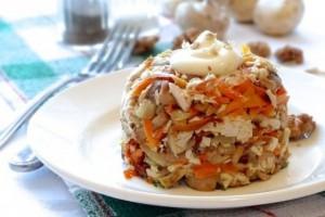 сытный куриный салат с ветчиной