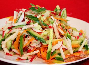 салат из капусты и редиса весенний