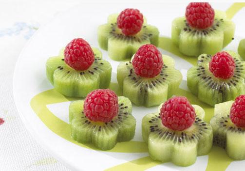фруктовая нарезка киви и малина