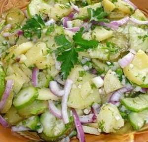 салат простой крестьянский из картофеля и огурцов