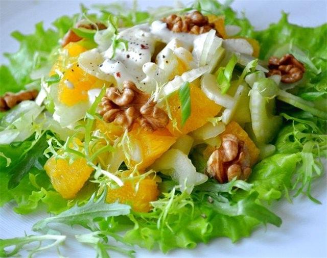 салат фруктовый банан с сельдереем