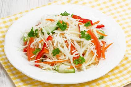 салат весенний из капусты