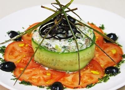салат сытный из семги с огурцом и авокадо от шеф-повара