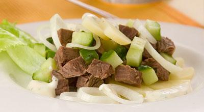 Салат из говядины с маринованными огурчиками