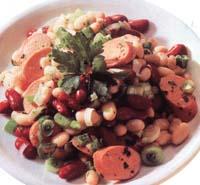 Салат из сосисок с белой фасолью