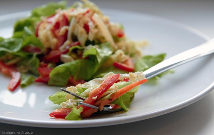 Салат из белокочанной капусты с маринованными грибами
