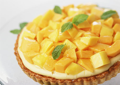 Салат манго с помидорами и луком