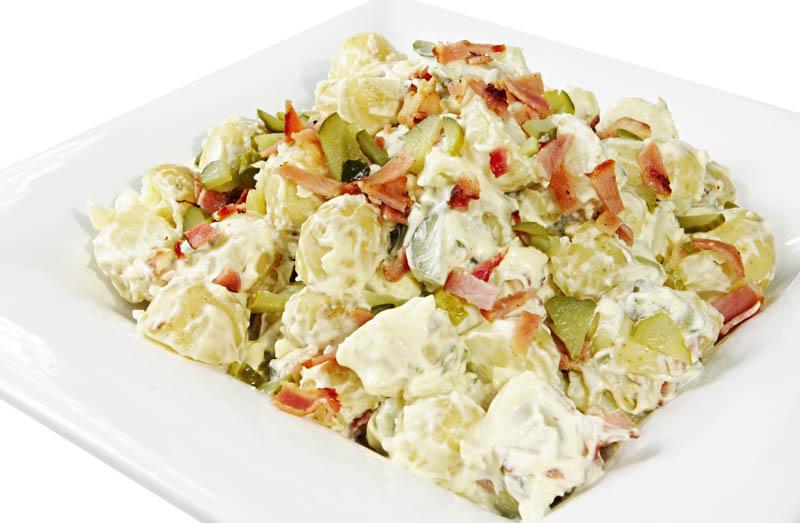 Салат из курицы с маринованными огурцами