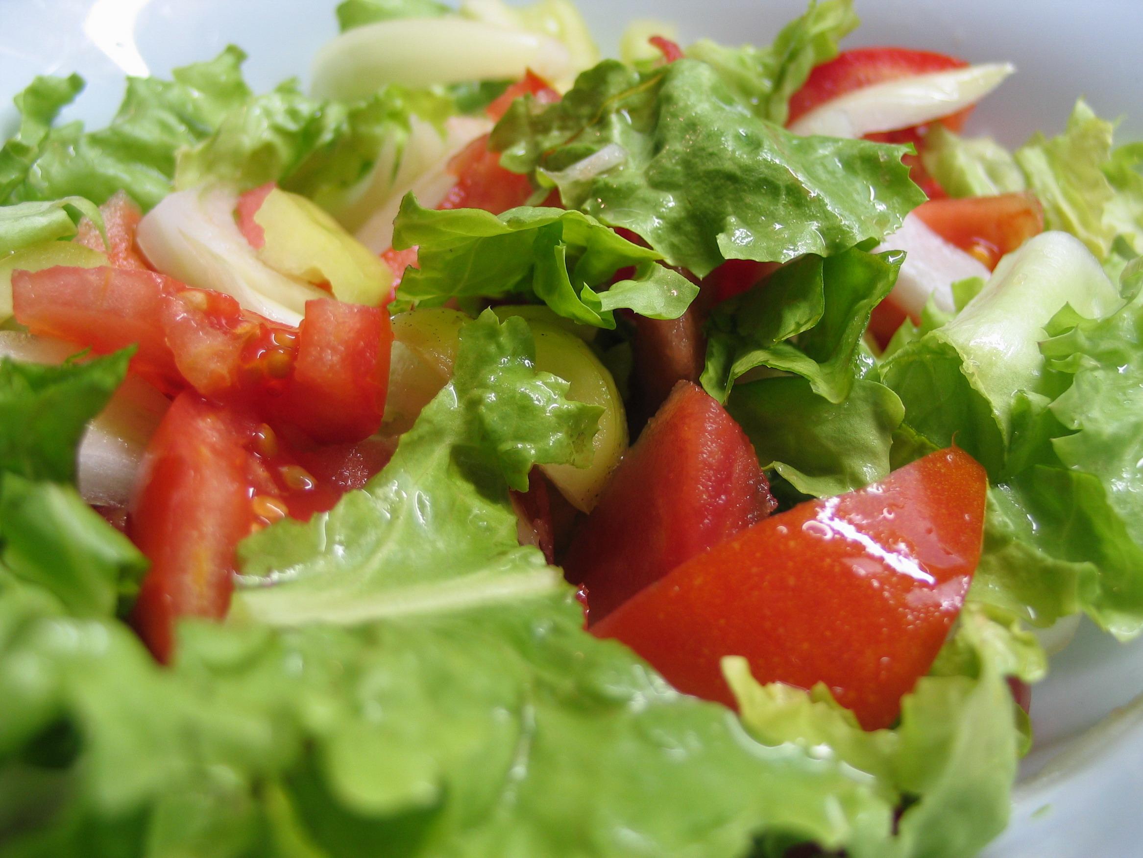 Салат из помидоров с лимонным соком