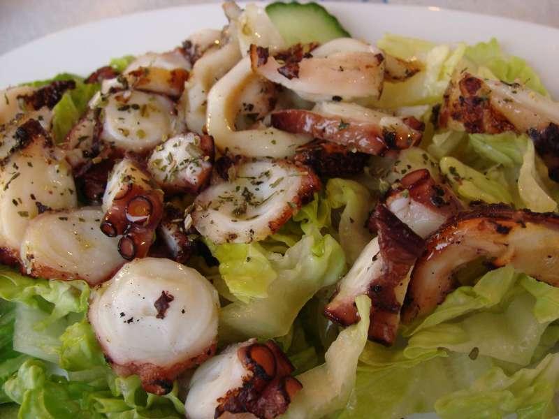 Салат из кальмара и капусты