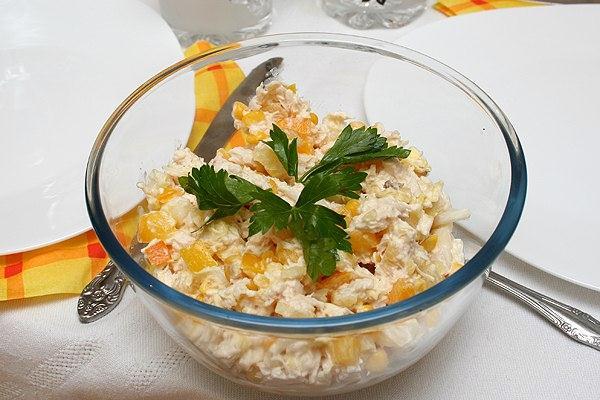 Салат курица с ананасом