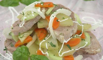Салат из баранины и яиц с зеленой редькой
