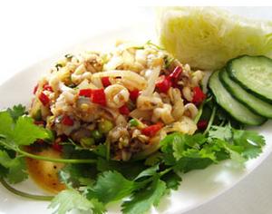 Салат из кальмаров с отварным картофелем и яблоками