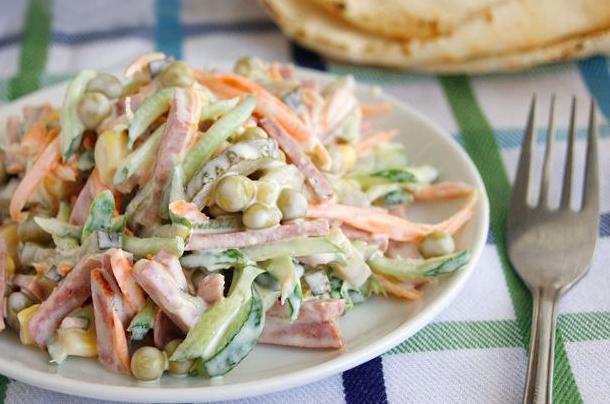 Салат летний из колбасы, капусты, горошка и огурцов