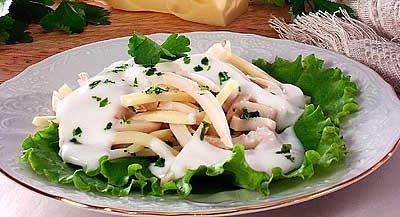 Салат из кальмаров с сыром, рисом и морковью