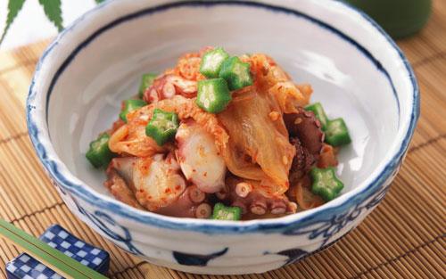 Салат из кальмаров, крабовых палочек и колбасы