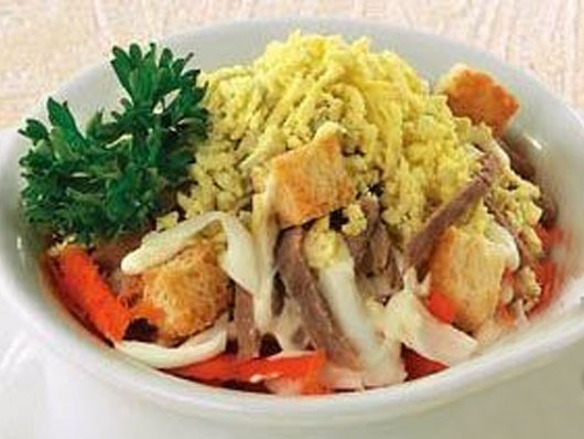 Салат из кальмаров с сухариками
