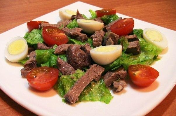 Салат из говядины и яиц с овощами