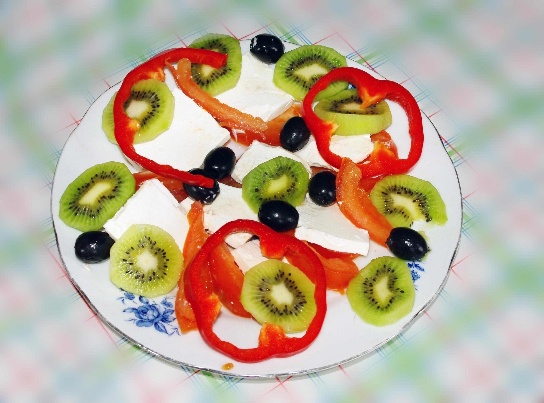 Салат Весенний с сыром и киви